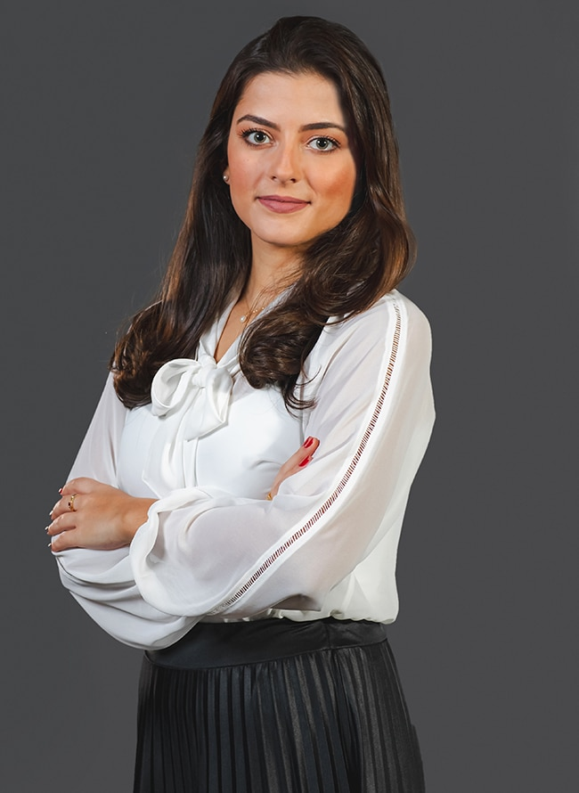 Larissa da Silva Bez - Menezes Niebuhr