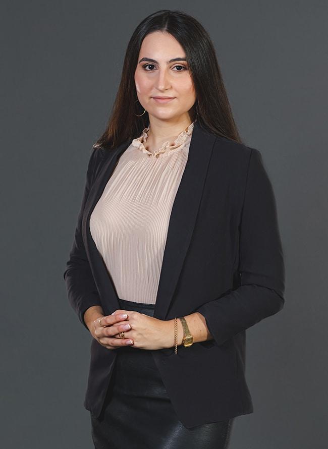 Letícia Mulinari Gnoatton - Menezes Niebuhr