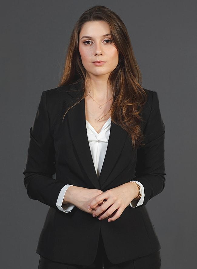 Thais Helena Bastos - Menezes Niebuhr