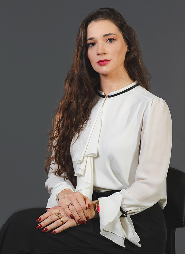 Aline Brambila Evaldt - Menezes Niebuhr